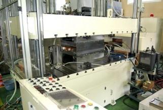IH式小型ホットスタンピング技術を採用している装置の例。ホットスタンプ 高温炉 大気炉 真空炉 溶解炉 熱処理炉 真空管式発振機 タングステンヒーター 真空炉 ビレットヒータ 金属加熱 高周波加熱 高周波溶解炉 ホットプレス ハイブリッド加熱 ホットスタンピング 高温炉 溶解炉 高周波溶解炉 通電焼結装置 真空管式発振機 マイクロPD 引下げ装置